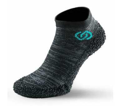 Skinners nouveaux coloris entre chaussures minimalistes et chaussettes à semelle couleur steel grey
