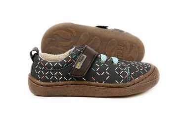 chaussures minimalistes modèle Harlequin Vegan, coloris lines, marque Tikki Shoes, vu de côté