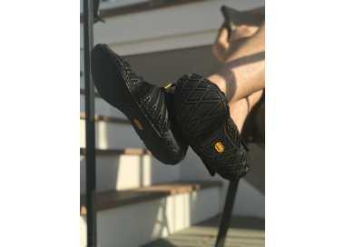 Photo d'une paire de chaussures Furoshiki Knit High noire pour homme