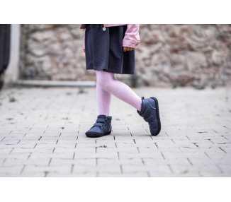 Photo d'une chaussure minimaliste enfant Penguin couleur grise (charcoal) pour l'automne et l'hiver