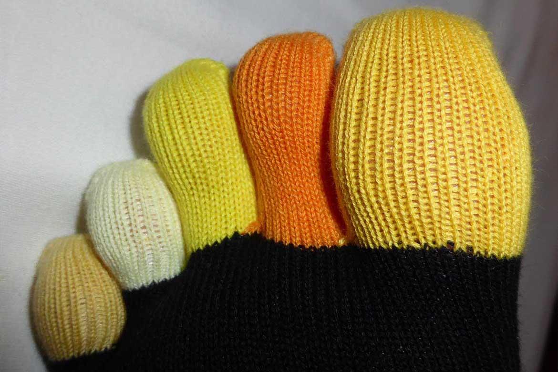 Test des chaussettes multicolores à cinq doigts Knitido