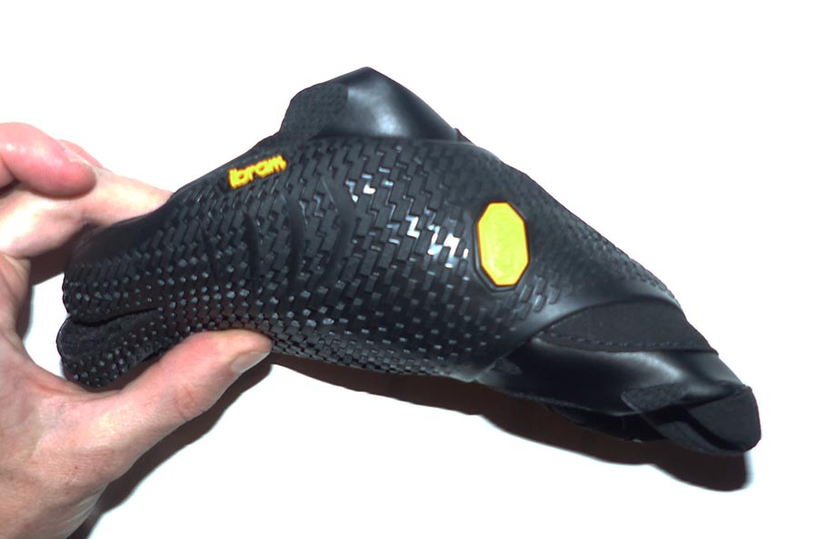 Chaussures Vibram KSO EVO tordue (test de flexibilité)