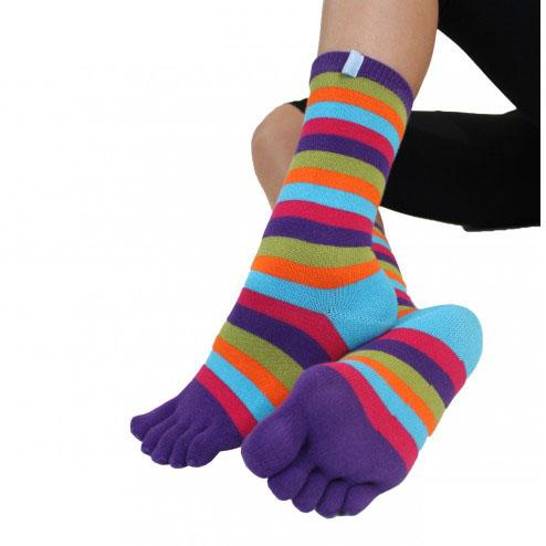 Chaussettes à 5 orteils rayés violet bleu orange de la marque toetoe