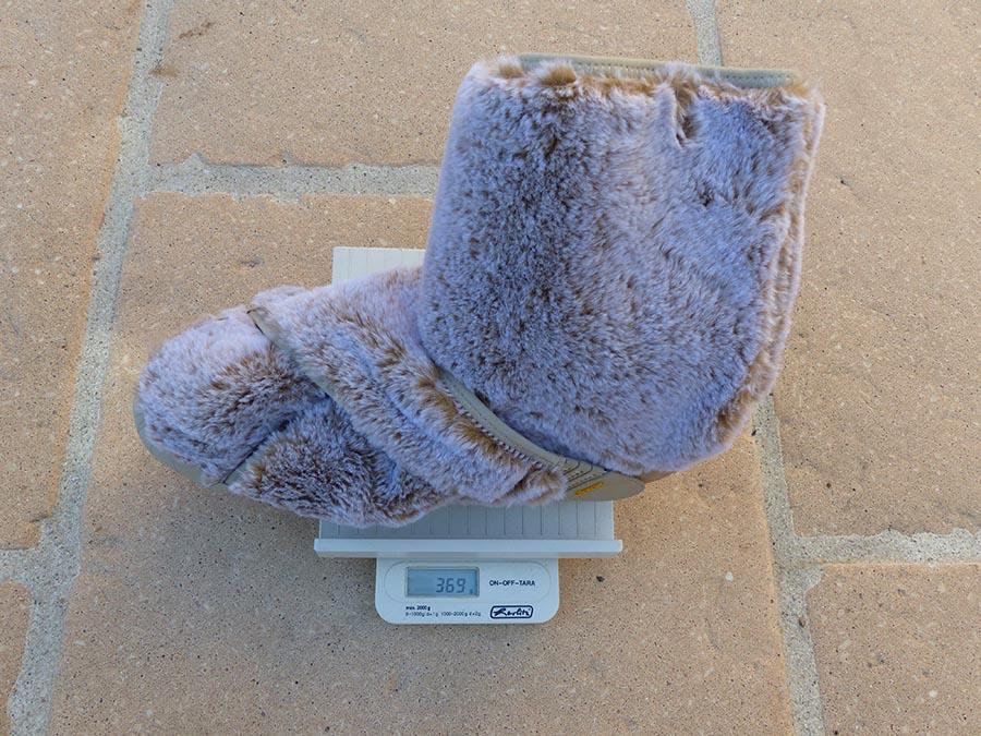 Une balance indique le poids des Furoshiki Lapland : 338 grammes
