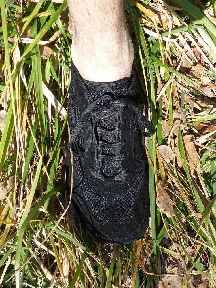 Photo vu de dessus des chaussures minimalistes MS Receptor Explorer noir de la marque Magical Shoes
